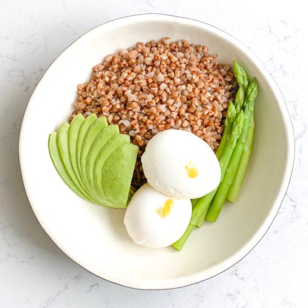 Гречка с Яйцом пашот, Авокадо и Спаржей