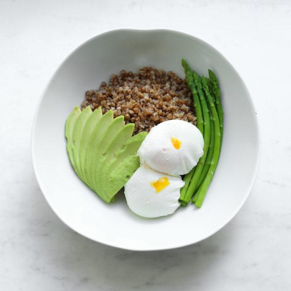 Гречка с двумя Яйцами пашот, Авокадо и Спаржей
